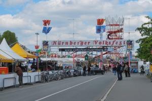 The Große Straße entrance to the Nürnberg Frühlingsfest.