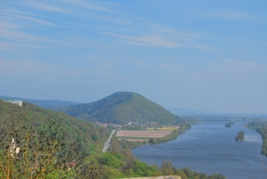 Looking at Walhalla and the Donau from the Burg Ruine.