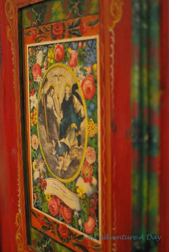Another depiction of a Catholic theme on a wardrobe in the Folk Art Museum of Burglengenfeld.